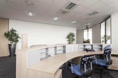 Регистратура в современном офисе, интерьер