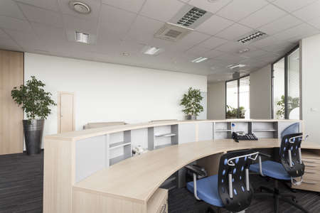 muebles de oficina: Recepción en una oficina moderna, interior