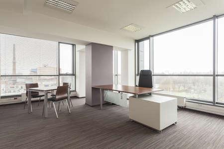 mobiliario de oficina: Nueva oficina de interior con un mobiliario moderno