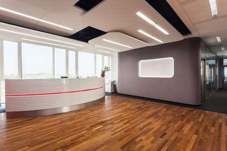 recepcion: La entrada al centro de oficinas y recepci�n