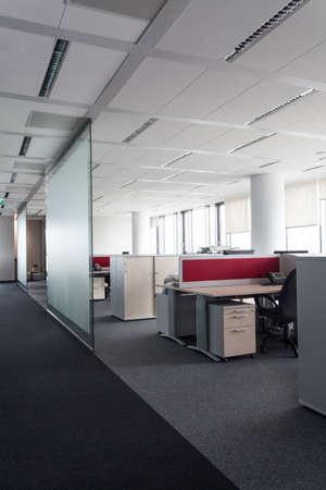 mobiliario de oficina: Interior de una oficina, pone a trabajar