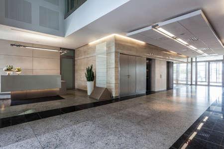 승강기: 리셉션 사무실 건물의 실내