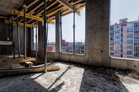 befejezetlen: Építkezésen, belső, egy befejezetlen épület