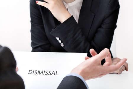 discriminacion: Despido del trabajo en el acto de discriminación de la mujer