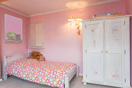 bedroom bed: Vintage mansion - a pink bedroom of a little girl Stock Photo