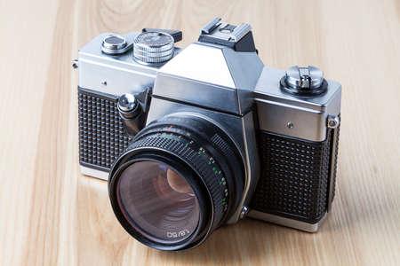 reflex: Un argento e nero fotocamera reflex vecchio stile