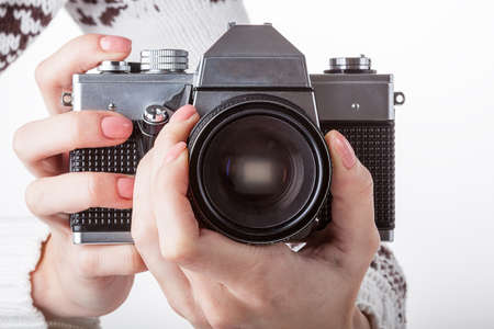 A hands with a reflex camera setting the sharpness photo