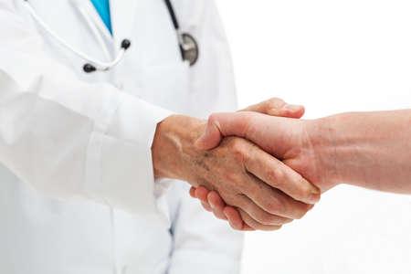 mani incrociate: Una persona che stringe la mano a un medico Archivio Fotografico