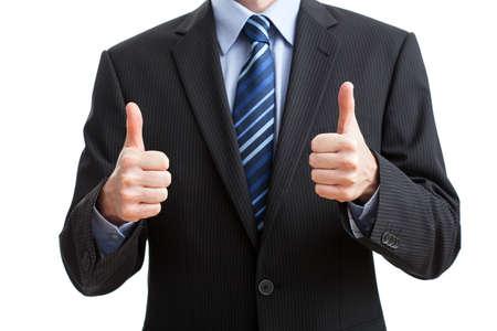 lenguaje corporal: Hombre en el juego que muestra el gesto de OK sobre fondo aislado