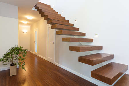 Lichte ruimte - een elegante hal in een ruim appartement
