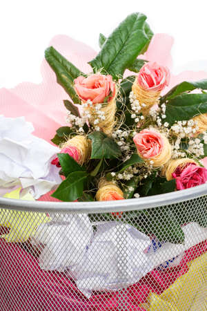ex wife: Bouquet of pink roses from a man in dust bin