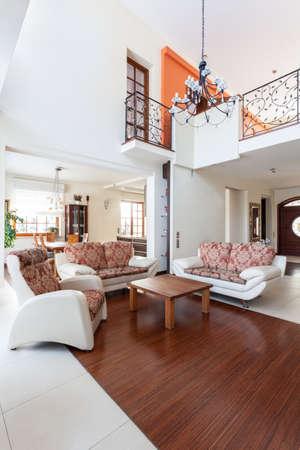 Casa di classe - vista di un elegante soggiorno