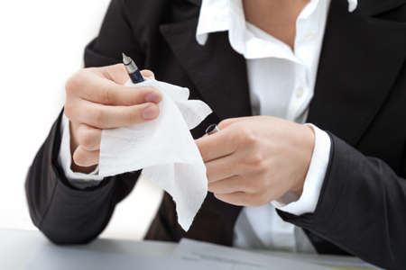 analyses: A woman cleaning a pen with a white tissue