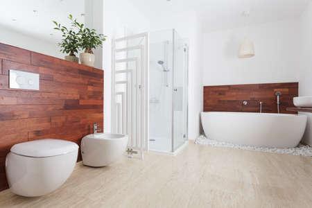 wc: Interieur des Badezimmers im afrikanischen Stil Lizenzfreie Bilder