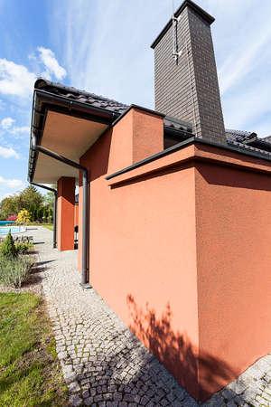 chimney corner: Arquitectura de una mansi�n de lujo, en la esquina Foto de archivo