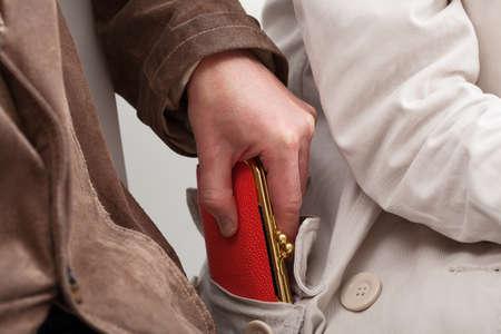 pick money: Pickpocket est�n robando a una mujer