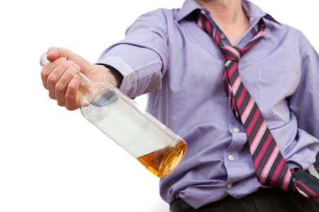 Hombre borracho se demanda adicto al alcohol