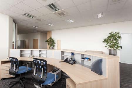 새로운 현대적인 사무실의 리셉션 룸