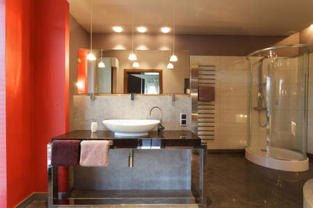 vessel sink: Elegant and stylish countertop and mirror in bathroom