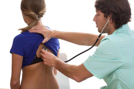 physical exam: Pneumologo prova la sua pateint con uno stetoscopio Archivio Fotografico