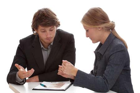 negociacion: Arduas negociaciones entre los dos especialistas financieros que trabajan para los bancos
