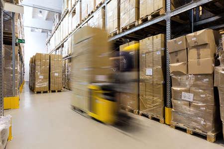 transportes: Productos operador de ascensor Tenedor preparan para su envío