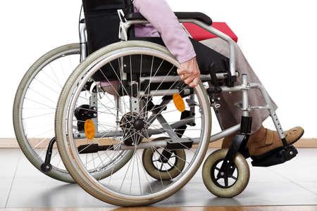 person sitzend: Behinderten sitzt auf Rollstuhl zu Hause Lizenzfreie Bilder