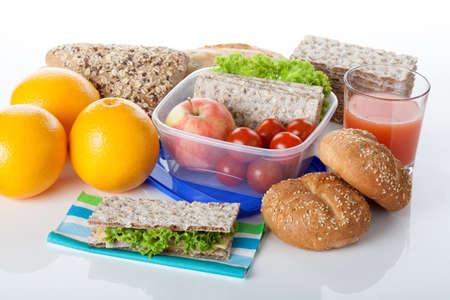 chuparse los dedos: La comida es deliciosa y fresca para el almuerzo en el fondo blanco aislado Foto de archivo