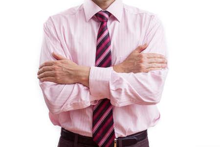 comunicacion no verbal: Un hombre que tiene los brazos cruzados mostrando su distancia Foto de archivo