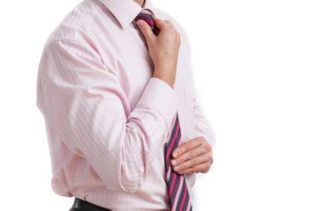 lenguaje corporal: Un hombre de negocios que fija el suyo lazo rosa despojado Foto de archivo