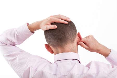 comunicacion no verbal: Un hombre de negocios la celebración de su cabeza, por causa de su dilema en el trabajo