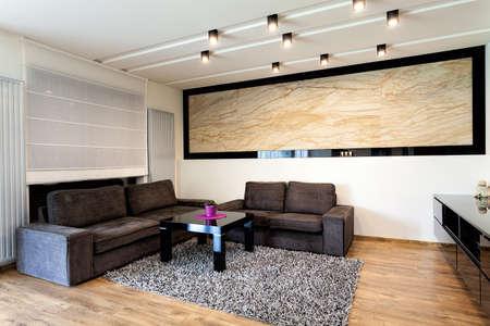 Stadtwohnung - Küche Interieur Mit Travertin-Wand Lizenzfreie Fotos ...