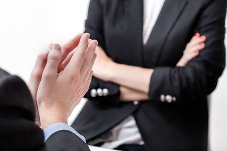 berisping: Berisping van ontevreden baas om een koppige werknemer Stockfoto