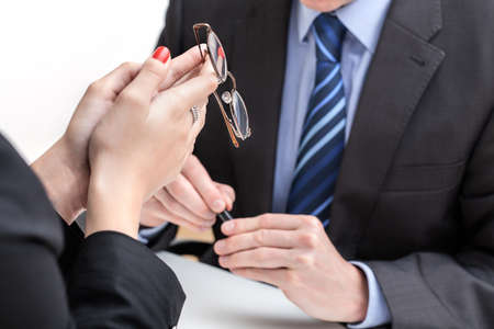 convince: Employee under pression in front of his boss