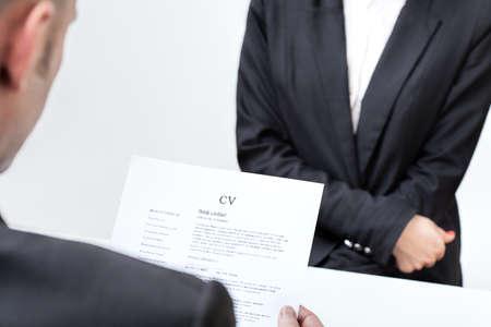 contrato de trabajo: Candidato para un nuevo trabajo con su cv Foto de archivo