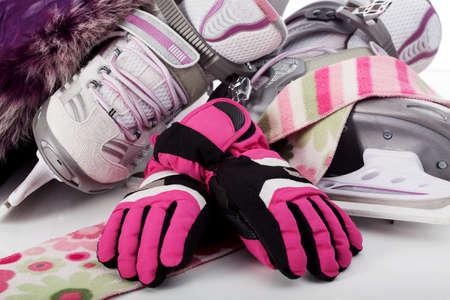 sciarpe: Primo piano di una ragazzina accessori pattinaggio, pattini, guanti