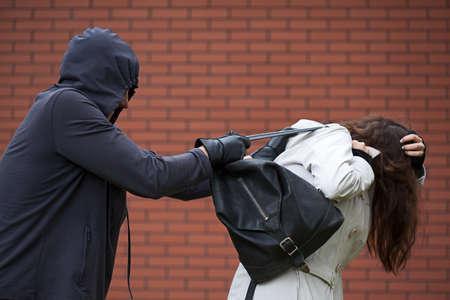 泥棒に襲われた学校から帰ってくる学生 写真素材