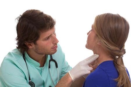 喉の専門家彼の我慢強いですのリンパ節をテスト