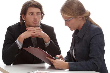 female boss: Eine vertr�umte Mitarbeiter starrte auf seine h�bsche Chefin Lizenzfreie Bilder