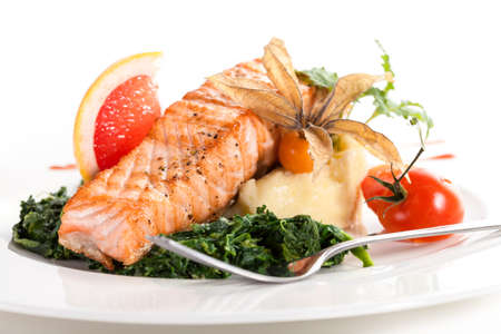 spiced: Tasty grilled salmon with spinach and mashed potatoes