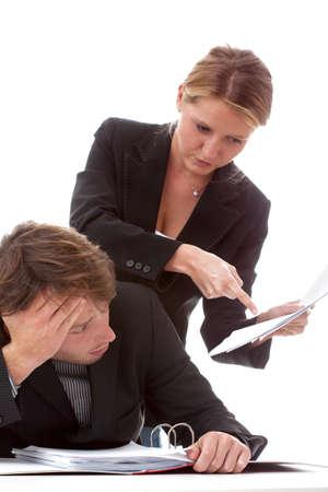female boss: Eine weibliche Chef erkl�ren ihr gelangweilt Arbeiter, was zu tun Lizenzfreie Bilder