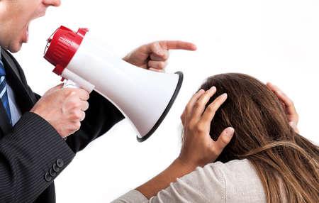 Baas met megafoon schreeuwen naar zijn werknemer Stockfoto
