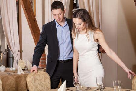 ディナーや日付の前にレストランの紳士 写真素材