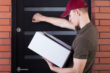 knocking: Courier knocking on a customers door, horizontal