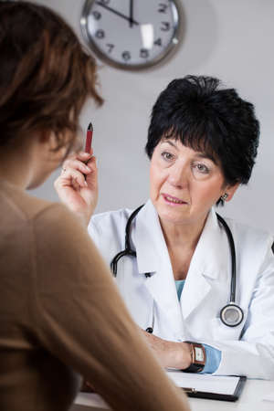professionalist: A female dostor giving medical advice to her patient Stock Photo