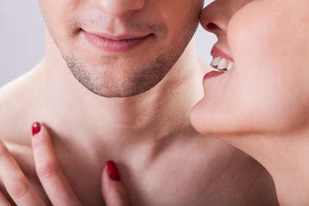 sexo pareja joven: Una pareja coqueteando antes situaci�n er�tica, horizontal Foto de archivo