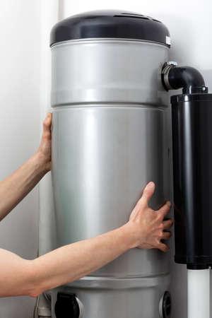 중앙 진공 청소기 설치, 직장에서 잡 스톡 콘텐츠