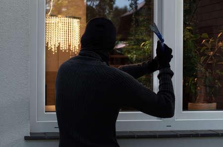burglar protection: The burglar trying to break into someones home