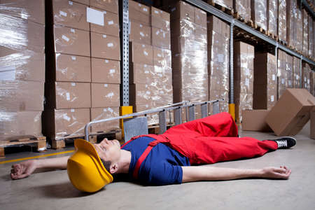 storekeeper: Storekeeper after accident on a ladder, horizontal