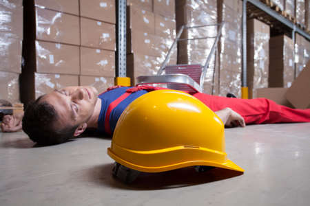 warehouseman: Horizontal view of an accident in a warehouse